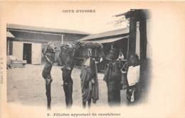 Côte D' Ivoire / Ethnic H - 105 - Fillettes Apportant Du Caotuchouc - Côte-d'Ivoire