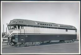 Cca 1962 VR Dr 13 Sorozatú Dízelmozdony, Retusált Fotó, 12×17 Cm / VR Class Dr13 Diesel Locomotive - Other Collections
