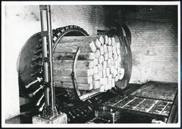 Cca 1920-1930 Talpfakocsi Berakása A Telítőaknába, Utólagos Előhívás, Hátoldalon Feliratozva, 13×18 Cm - Autres Collections