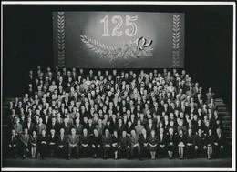 A Nemzeti Színház Társulatáról Készített Csoportkép Fennállásának 125. évfordulója Alkalmából, Fotó, 18×24 Cm - Other Collections