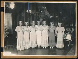 Cca 1935 Báli Ruhák Divatja, 3 Db Vintage Fotó, Az Egyiken Felsorolva, Kik Szerepelnek A Képen, 17x23 Cm és 11x17 Cm Köz - Autres Collections