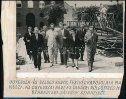 Szeged, A Szabadtéri Játékok Színhelyének Bejárása, Papírra Ragasztott, A Papíron Feliratozott Fotó, 18×23,5 Cm - Other Collections