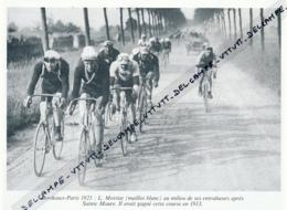 CYCLISME : PHOTO (1921), BORDEAUX-PARIS, L. MOTTIAT AU MILIEU DE SES ENTRAINEURS APRES SAINT-MAURE, COUPURE LIVRE - Cyclisme
