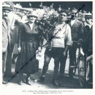 CYCLISME : PHOTO (1922), PARIS-BRUXELLES, FELIX SELLIER, APRES LA PREMIERE DE SES 3 VICTOIRES (1922-23-24) COUPURE LIVRE - Cyclisme