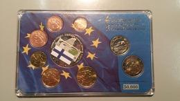 RC 10687 FINLANDE - SERIE EURO + MÉDAILLE BILLET DE 100€ ET DRAPEAU EN COFFRET BU NEUF TB - Finlande