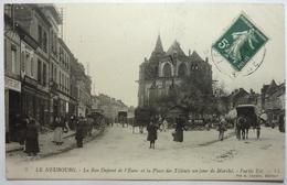 LA RUE DUPONT DE L'EURE ET LA PLACE DES TILLEULS UN JOUR DE MARCHÉ - PARTIE EST - LE NEUBOURG - Le Neubourg