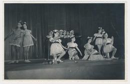 Kid Girls Dancer On Stage, Fillettes Danseuse De Sur Scene, Old Photo - Photographs