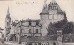 19. BRIVE. CPA . ANIMATION DEVANT LE MUSEE - Brive La Gaillarde