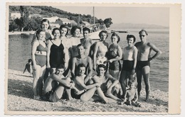 REAL PHOTO Ancienne Beach Group Trunks Man Guys Swimsuit Women And  Kid, Homme Femme Et Garcon Plage Old Orig. - Photographs