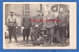 CPA Photo - Lieu à Situer - Portrait De Soldat Devant Un Camion - Chauffeur Automobiliste 20e Section ? Mécanicien Chien - Weltkrieg 1914-18