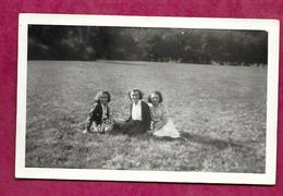 PHOTO 9 X 6,5 Cm ..FEMMES, PIN UP Assises Sur L'herbe - Pin-up