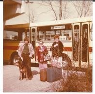 Photo Originale Car, Transport Autobus  Gros Plan Attente  Passagers  Vers 1970 à 1975. - Transportation