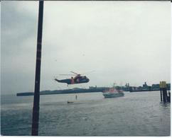 Photo Originale  Transport Hélicopttère Sauvetage ?1985 Au Dos - Helicopters