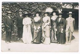 Carte Photo - Famille - Femmes Et  Hommes Avec  Chapeaux D'époque Début 1900  -   3773  & - Moda