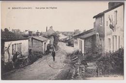 BOUAYE (44) : VUE PRISE DE L'EGLISE - UN PROMENEUR - COLLECTION CHAPEAU NANTES - ECRITE EN 193? - 2 SCANS - - Bouaye