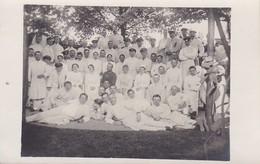 AK Foto Deutsche Soldaten Mit Krankenschwestern - Vereinslazarett Holzen - Ebenhausen Im Isartal - 1. WK (38165) - Weltkrieg 1914-18