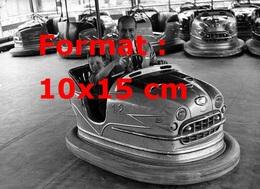 Reproduction D'une Photographie Ancienne De Fangio Dans Une Auto Tamponnante Avec Un Enfant à Rome En 1959 - Reproductions