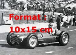 Reproduction D'une Photographie Ancienne De Fangio Au Volant D'une BRM Au Grand Prix D'Albi En 1953 - Reproductions
