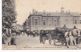 Rambouillet. La Mairie Et La Place , Un Jour De Marché - Rambouillet