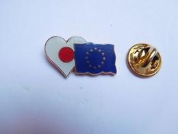 Superbe Pin's , Drapeau CEE , Europe , Cœur - Villes