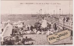 33 Arcachon - Cpa / Un Coin De La Plage Et La Jetée Thiers. - Arcachon