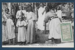 DIEGO SUAREZ - Préparation Du Déjeuner, Le Décorticage Du Riz - Madagascar