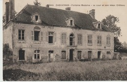 C P A. - GHA CHEVANNES - FONTAINE MADAME - SA COUR ET SON VIEUX CHÂTEAU - France
