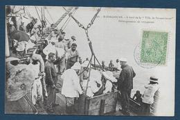 "MADAGASCAR - A Bord De La "" Ville De Pernambucco"" - Débarquement De Voyageuses - Madagascar"