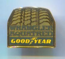 GOODYEAR - Tyres Tires Pneumatique Pneumatico, Autoreifen, Car Automotive, Vintage Pin, Badge, Abzeichen - Badges