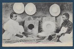 MADAGASCAR - Tananarive - Fabricants De Chapeaux - Madagascar