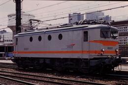 Photo Diapo Diapositive Slide Train Locomotive Electrique SNCF BB 80007 Paris Austerlitz Le 28/06/1996 VOIR ZOOM - Diapositives