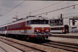 Photo Diapo Diapositive Slide Train Locomotive Electrique SNCF CC 6537 Paris Austerlitz Le 28/06/1996 VOIR ZOOM - Diapositives