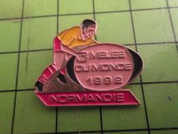 412B Pins Pin's / Rare & De Belle Qualité  THEME : SPORTS / RUGBY MELEE DU MONDE 1992 NORMANDIE - Rugby