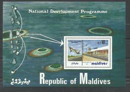 MALDIVAS YVERT H/B  91  MNH  ** - Maldivas (1965-...)