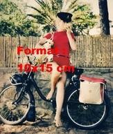 Reproduction D'une Photographie De Catherine Deneuve Sur Un Vélomoteur Solex - Reproductions