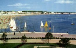17 - Charente Maritimr - Royan - La Plage Devant Le Casino - C 2164 - Royan