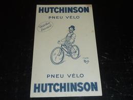 BUVARD PNEU VELO HUTCHINSON DESSIN D'APRES MICH - TRES BON BUVARD - CYCLISTE (AD) - Moto & Vélo