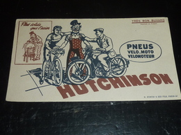 BUVARD PNEU VELO-MOTO-VELOMOTEUR HUTCHINSON PLUS SOLIDE QUE L'ACIER DESSIN D'APRES MICH - TRES BON BUVARD CYCLISTE (AD) - Moto & Vélo