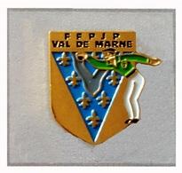 Pin's  Ville, Département, Sport  PETANQUE  F.F.P.J P  VAL  DE  MARNE - Bowls - Pétanque