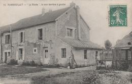 """78 RAMBOUILLET     """" La Ruche """"   La Cour Derriere à Gauche    PAS COURANT - Rambouillet"""