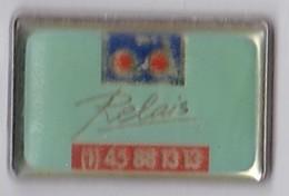 PIN S AUTOMOBILE AD RELAIS - Badges