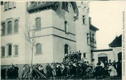 FRIBOURG Pensionnat Jeanne D'Arc Pensionnaires Devant Le Pavillon St-Gabriel 1906 (points De Colle Derrière La Carte) - FR Fribourg