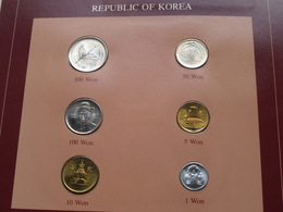 REPUBLIC OF KOREA ( From The Serie Coin Sets Of All Nations ) Form 20,5 X 29,5 Cm ) Card + Stamp ! - Corée Du Sud