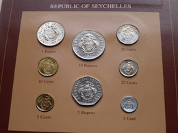 REPUBLIC OF SEYCHELLES ( From The Serie Coin Sets Of All Nations ) Form 20,5 X 29,5 Cm ) Card + Stamp '82 ! - Seychellen