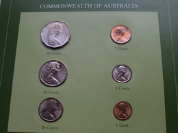 COMMONWEALTH OF AUSTRALIA ( From The Serie Coin Sets Of All Nations ) Form 20,5 X 29,5 Cm ) Card + Stamp '83 ! - Mint Sets & Proof Sets