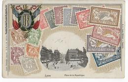 1906 - CARTE GAUFREE Avec REPRESENTATION Des TIMBRES TYPES SEMEUSE , BLANC ET MERSON - SUPERBE - Marcofilie (Brieven)