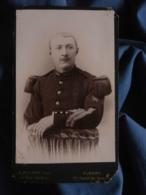 Photo CDV A. Mignon à Albert - Militaire Sergent Major Du Génie, Curieux Insigne De Manche à Identifier L409 - Anciennes (Av. 1900)
