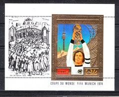 Dahomey  -  1974. Beckenbauer Solleva Coppa Rimet. Beckenbauer Raises  Rimet Cup. MNH - 1974 – Germania Ovest