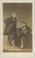 CDV 1860-70 Pierre Petit & Trinquart à Paris . M. Flahaut + Sa Femme Consultant Un Album De Cdv . Famille Duc De Morny ? - Anciennes (Av. 1900)