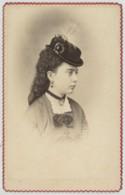 CDV 1870-80 M. & Mme Prod'hom à Bône (Algérie) . Jeune Femme Au Chapeau . Contour De La Cdv Dentelé Peu Courant . - Anciennes (Av. 1900)